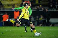 FUSSBALL   CHAMPIONS LEAGUE   SAISON 2011/2012  Borussia Dortmund - Olympique Marseille   06.12.2011 Mats Hummels (Borussia Dortmund) Einzelaktion am Ball