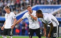 FUSSBALL EURO 2016 VIERTELFINALE IN BORDEAUX Deutschland - Italien      02.07.2016 Benedikt Hoewedes (Mitte, Deutschland) gibt Anweisungen