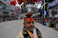 A holy man balances a Kumbh (round pot) on his head on the first Sahi Snan (Royal dip) day at Kumbh mela on 12th February 2010. Haridwar, Uttara Khand, India, Arindam Mukherjee