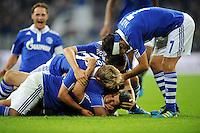 FUSSBALL   EUROPA LEAGUE   SAISON 2011/2012   Play-offs FC Schalke 04 - HJK Helsinki                                25.08.2011 Jubel nach dem 5:1: Klaas-Jan HUNTELAAR (am Boden) Lewis HOLTBY, Marco HOEGER und RAUL (re, alle Schalke)