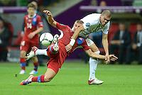 FUSSBALL  EUROPAMEISTERSCHAFT 2012   VIERTELFINALE Tschechien - Portugal              21.06.2012 Jan Rezek (li, Tschechische Republik) gegen Pepe (re, Portugal)