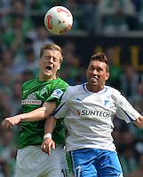 FUSSBALL   1. BUNDESLIGA   SAISON 2012/2013    32. SPIELTAG SV Werder Bremen - TSG 1899 Hoffenheim             04.05.2013 Felix Kroos (li, SV Werder Bremen) gegen Tobias Weis (re, TSG 1899 Hoffenheim)