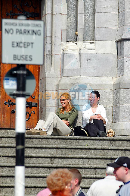 Lunch time in Drogheda girls enjoying the sunshine....Picture Tony Campbell Newsfile...This Picture is sent to you by:..Newsfile Ltd.The View, Millmount Abbey, Drogheda, Co Louth, Ireland..Tel: +353419871240.Fax: +353419871260.GSM: +353862500958.ISDN: +353419871010.email: pictures@newsfile.ie.www.newsfile.ie