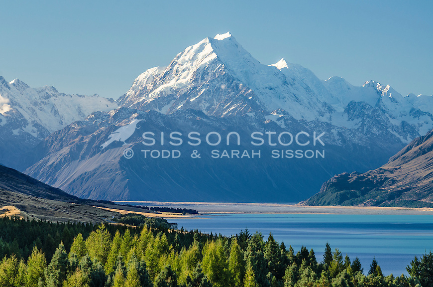 Summer view of Aoraki / Mt Cook from Peter's Lookout, McKenzie Country, Canterbury, New Zealand.