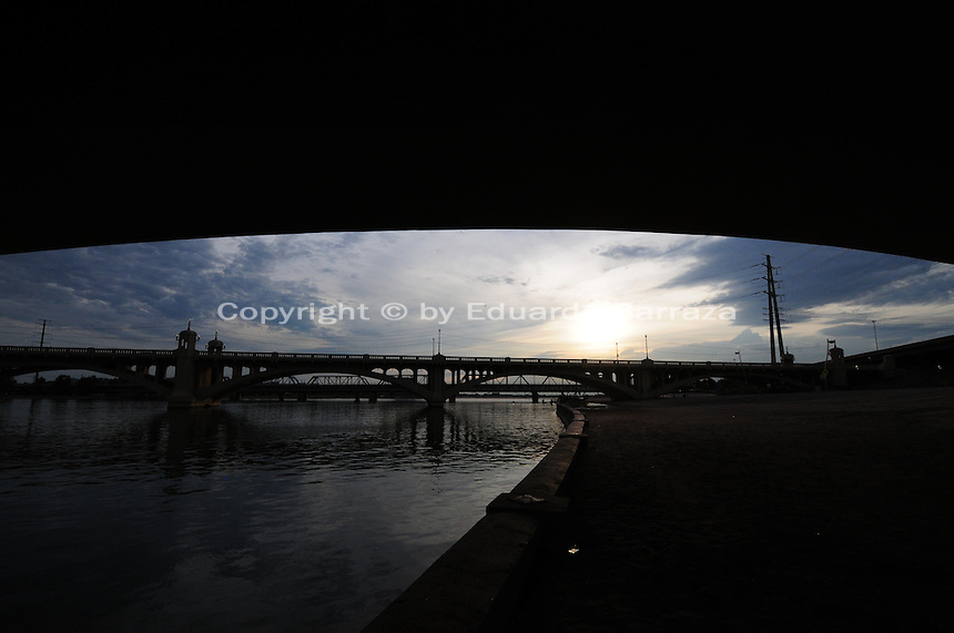 Tempe, Arizona. A western view of Tempe Town Lake at sunset shows the Mill Avenue bridges. Photo by Eduardo Barraza © 2015