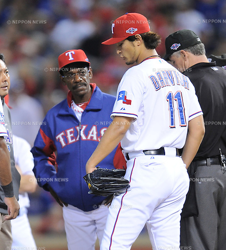 (R-L) Yu Darvish, Ron Washington manager (Rangers),.OCTOBER 5, 2012 - MLB :.Yu Darvish of the Texas Rangers talks with manager Ron Washington in the sixth inning during the American League Wild Card Playoff game against the Baltimore Orioles at Rangers Ballpark in Arlington in Arlington, Texas, United States. (Photo by AFLO)