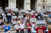 Roma 23 Maggio 2013.Manifestazione davanti al Ministero della Pubblica Istruzione del Coordinamento Scuole Elementari di Roma per protestare contro i tagli dei posti docenti  di scuole elementari e per il ripristino del tempo pieno.