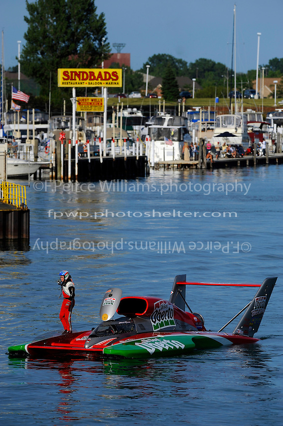 """Steve David, U-1 """"Oh Boy! Oberto"""" returns to the pits after qualifying."""