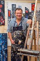 Jean-Denis Lejeune peint dans son atelier - EXCLUSIF - Belgique