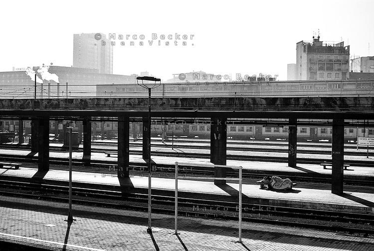 Senzatetto alla stazione milano porta garibaldi marco - Milano porta garibaldi station ...