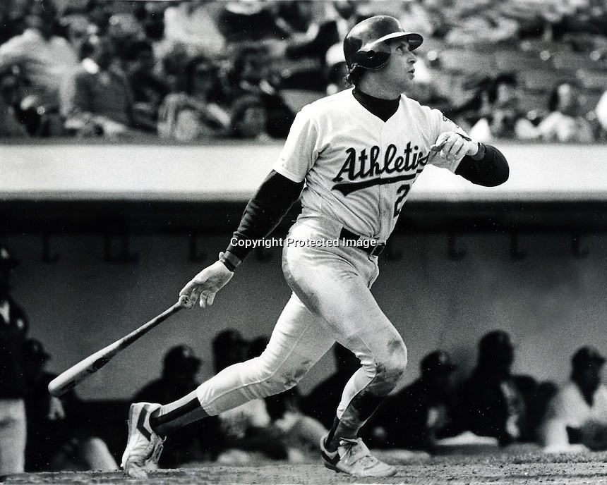 Oakland Athletics catcher Ron Hassey (1988<br />