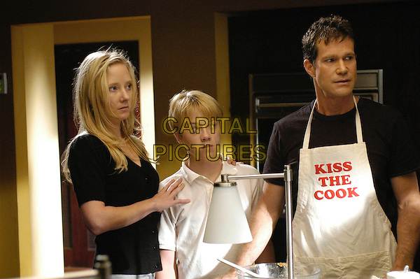 ANNE HECHE, TANNER RICHIE & DYLAN WALSH.in Nip/Tuck.(Season 3).Nip Tuck            .*Editorial Use Only*.www.capitalpictures.com.sales@capitalpictures.com.Supplied by Capital Pictures.