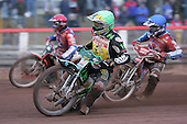 Arena Essex Hammers vs Coventry Bees - Skybet Elite League 'B' - 01/06/05 - Heat 6 - Coventry's Scott Nicholls (green) on his way to victory. The Arena riders are Gary Havelock (red) and Paul Hurry (blue) - (Gavin Ellis 2005)