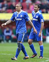 FUSSBALL   1. BUNDESLIGA  SAISON 2011/2012   32. Spieltag FC Augsburg - FC Schalke 04         22.04.2012 Jermaine Jones (li,) mit Raul (FC Schalke 04)