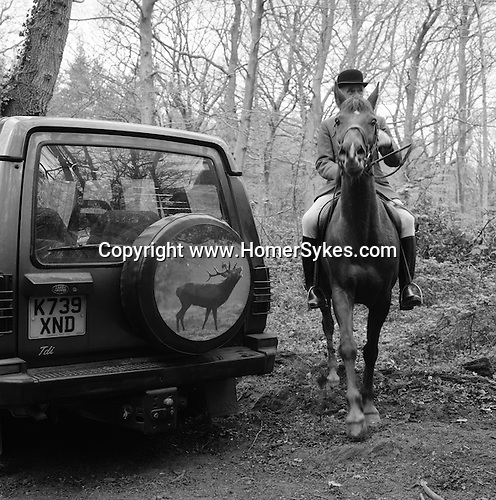 The Quantock Staghounds. A great deal of time is spent waiting while the huntsman tries to locate the quarryÕs scent. Quantock Hills, Somerset..Hunting with Hounds / Mansion Editions (isbn 0-9542233-1-4) copyright Homer Sykes. +44 (0) 20-8542-7083. < www.mansioneditions.com >.