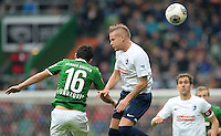 FUSSBALL   1. BUNDESLIGA   SAISON 2013/2014   9. SPIELTAG SV Werder Bremen - SC Freiburg                           19.10.2013 Zlatko Junuzovic (li, SV Werder Bremen)  gegen Jonathan Schmid (re, SC Freiburg)
