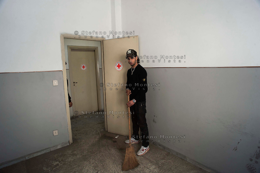 Roma 24 Marzo 2011.Occupata una caserma in dismissione in via dei Papareschi a Roma dai Movimenti per il diritto all'abitare