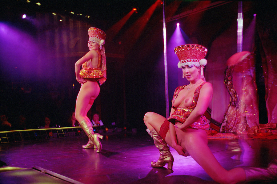 Saint Petersburg, Russia, November 2002..Scandalous Master of Ceremonies Roman Trachtenberg & other performers at Hali Gali, Russia's most outrageous night-club..