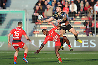 Matt Banahan of Bath Rugby claims the ball in the air. European Rugby Champions Cup match, between RC Toulon and Bath Rugby on January 10, 2016 at the Stade Mayol in Toulon, France. Photo by: Patrick Khachfe / Onside Images