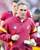 Washington Redskins head coach Mike Shanahan runs to the lockerroom at halftime against the San Francisco 49ers at FedEx Field in Landover, Maryland on Sunday, November 6, 2011.  The 49ers won the game 19 - 11..Credit: Ron Sachs / CNP