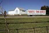 Wilmington, Ohio.USA.October 25, 2004..Farm sign