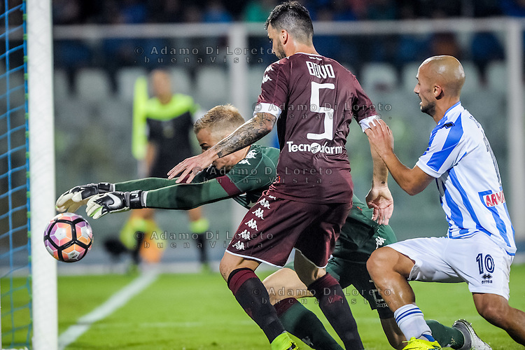 joe Hart and Bovo Cesare (Torino), Ahmad Benali (Pescara) during the Italian Serie A football match Pescara vs Torino on September 21, 2016, in Pescara, Italy. Photo di Adamo Di Loreto/BuenaVista*photo