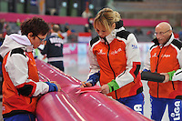 SCHAATSEN: HAMAR: Vikingskipet, 12-01-2014, Essent ISU European Championship Allround, Thea Jorna (fysiotherapeut Team LiGA), Marianne Timmer (trainer/coach Team LiGA), ©foto Martin de Jong