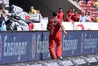 Fussball  1. Bundesliga  Saison 2013/2014  2. Spieltag VfB Stuttgart - Bayer Leverkusen     17.08.2013 Co-Trainer Eddy Soezer (VfB Stuttgart) waerend des Spiel im Stadion unterwegs