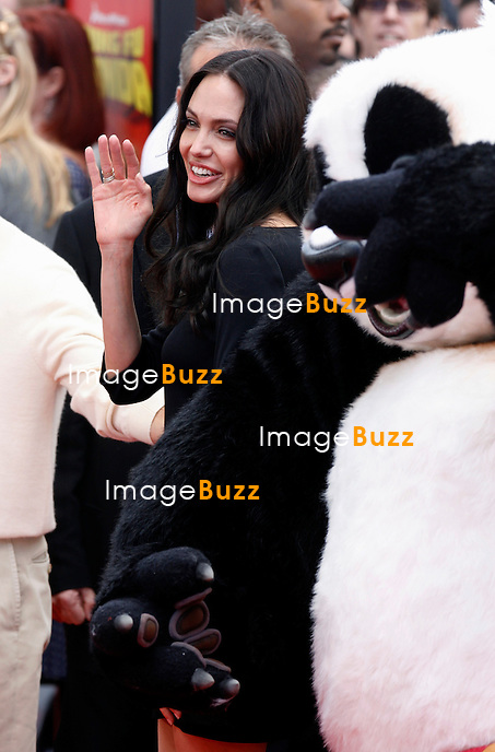 """ANGELINA JOLIE - SORTIE DES DVD ET DVD BLU-RAY DU FILM """"KUNG FU PANDA"""" AU GRAUMAN'S CHINESE THEATRE DE HOLLYWOOD...The DVD and Blu-Ray Release of Kung Fu Panda, Grauman's Chinese Theatre, Hollywood, California."""