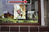Wadowice 02.05.2011 Poland. Citizens of Wadowice, the hometown of the late Pope John Paul II decorated windows of their homes and workplaces for the beatification of John Paul II.Photo Maciej Jeziorek/Napo Images.Wadowice 02.05.2011 Polska .Dzien po betyfikacji Jana Pawla II w jego rodzinnym miescie. Na uroczystosc odbywajaca sie dzien wczesniej w Rzymie mieszkancy Wadowic wywiesili portrety papieza w oknach swoich domow i miejsc pracy.fot. Maciej Jeziorek/Napo Images