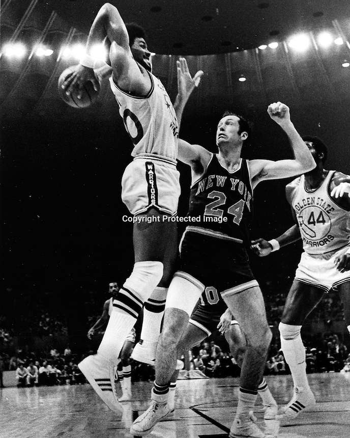 Golden State Warrior Derrek Dickey over New Yorks.Bill Bradley. (1974 photo by Ron Riesterer)