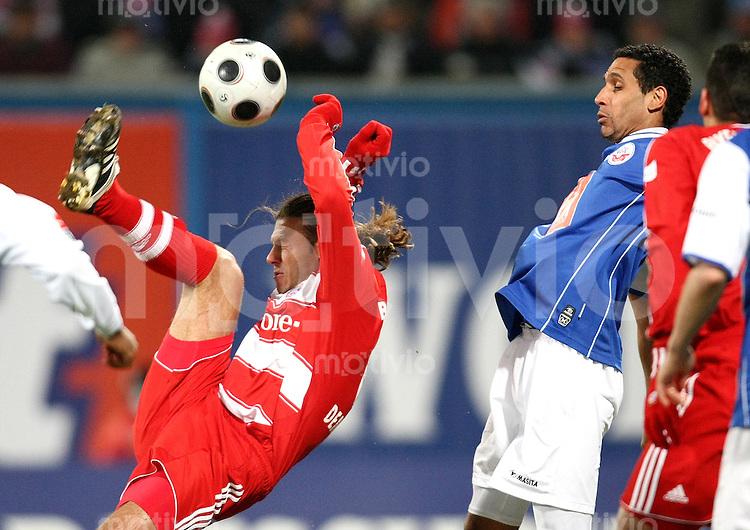FUSSBALL     1. BUNDESLIGA     SAISON 2007/2008   18. SPIELTAG Hansa Rostock - FC Bayern Muenchen    01.02.2008 Martin DEMICHELIS (li, Bayern) gegen Dexter LANGEN (re, Rostock)