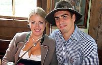 FUSSBALL 1. BUNDESLIGA   SAISON 2012/2013 Die Mannschaft des FC Bayern Muenchen besucht das Oktoberfest am 07.10.2012 Philipp Lahm  mit seiner Frau Claudia