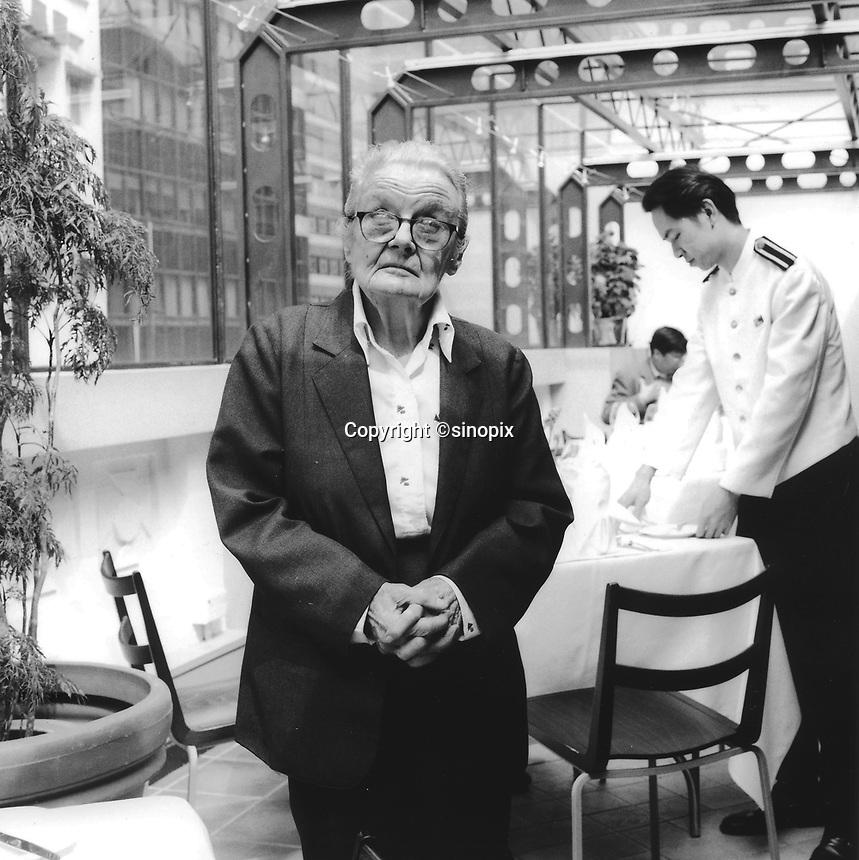 090201: CLARE HOLLINGWORTH: HONG KONG<br /> Ninety year-old Clare Hollingworth poses in Hong kong's Foreign Corespondants Club.  Hollingworth is a celebrated veteran journalsit living in the ex-British colony.<br /> Photo by Richard Jones/sinopix<br /> &copy;sinopix
