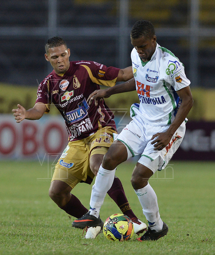 IBAGUÉ -COLOMBIA, 15-09-2013. Aspecto del partido entre Deportes Tolima y Atlético Huila válido por la fecha 9 de la Liga Postobón II 2013 jugado en el estadio Manuel Murillo Toro de la ciudad de Ibagué./ Aspect of the match between  Deportes Tolima and Atletico Huila valid for the 9th date of the Postobon  League II 2013 played at Manuel Murillo Toro stadium in Ibague city. Photo: VizzorImage/STR