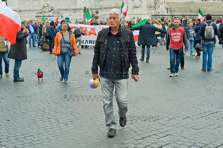 Roma 15 Novembre 2014<br /> Manifestazione, organizzata dai comitati di quartiere delle periferie  di Roma contro l'amministrazione del sindaco Ignazio Marino.  Franco Perina, presidente del Coordinamento azione operativa Ponte di Nona<br /> Rome November 15, 2014<br /> Demostration organized by neighborhood associations in the suburbs of Rome against the administration of Mayor Ignazio Marino. Franco Perina, president of the Coordination Action operational Ponte di Nona