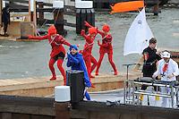 ALGEMEEN: STAVOREN: 08-05-2014, Officiële opening Sluis Stavoren 080514, Koning Willem Alexander opende met een symbolische sleutel de sluisdeur en voer met een boot de sluis binnen, ©foto Martin de Jong