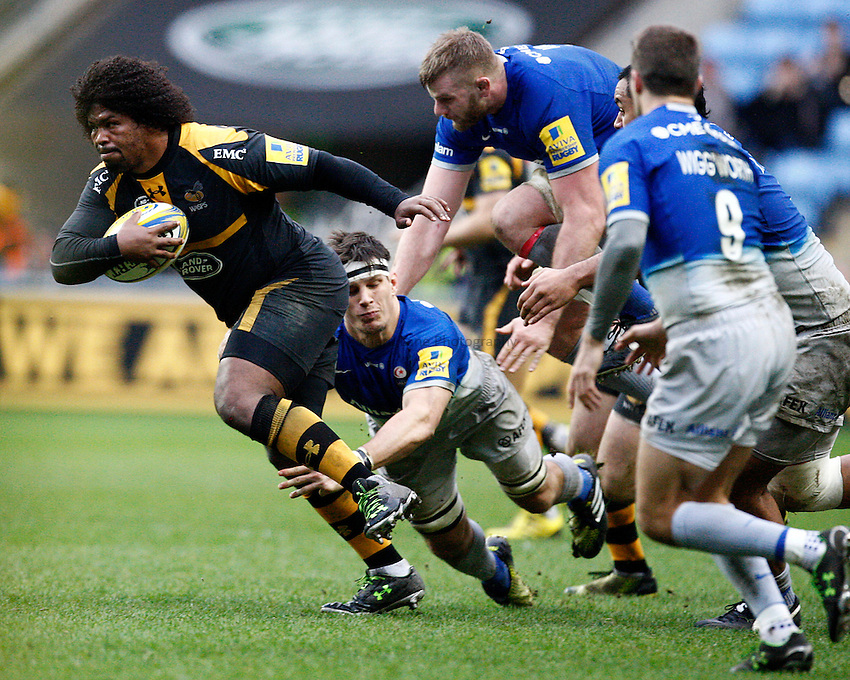 Photo: Richard Lane/Richard Lane Photography. Wasps v Saracens. Aviva Premiership. 27/12/2015. Wasps' Ashley Johnson attacks.
