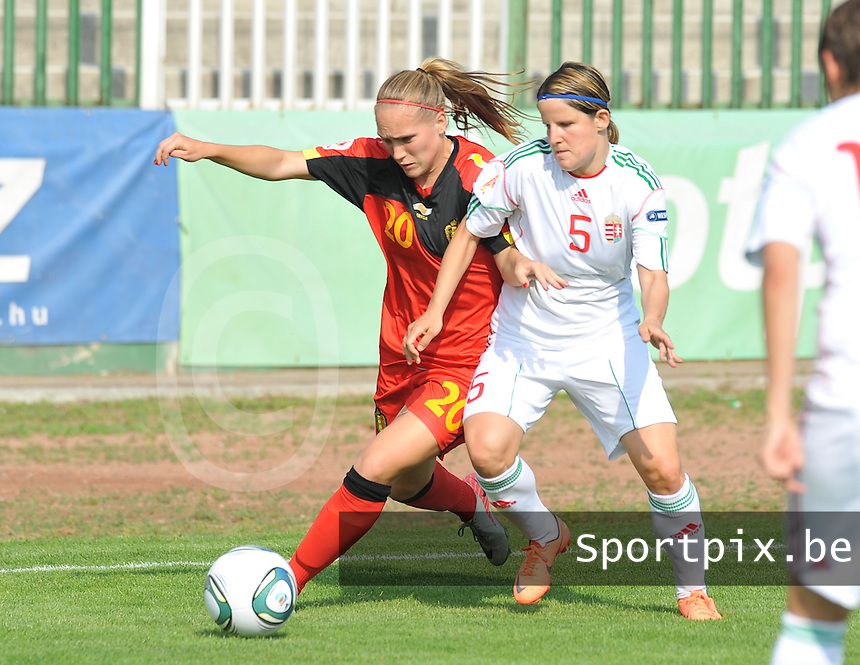 Hungary - Hongarije : UEFA Women's Euro Qualifying group stage (Group 3) - 20/06/2012 - 17:00 - szombathely  - : Hungary ( Hongarije ) - BELGIUM ( Belgie) :.Janice Cayman in duel met Timea Gal.foto DAVID CATRY / JOKE VUYLSTEKE / Vrouwenteam.be.