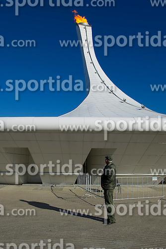 14.02.2014, Olympic Park, Adler, RUS, Sochi, 2014, Feature, im Bild Ein Wachmann vor dem Plympischen Feuer // during the Olympic Winter Games Sochi 2014 at the Olympic Park in Adler, Russia on 2014/02/14. EXPA Pictures &copy; 2014, PhotoCredit: EXPA/ Freshfocus/ Urs Lindt<br /> <br /> *****ATTENTION - for AUT, SLO, CRO, SRB, BIH, MAZ only*****