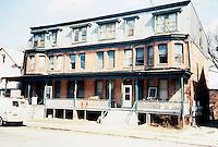 1989 March 29..Conservation.Berkley 3....516-520 Dinwiddie Street.rehab before...NEG#.NRHA#...CONSERV:Berkley2 5:4.