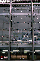 Nicholas Grimshaw: London Docklands, Financial Times--detail of structural system holding glass plates in place. Photo '90.