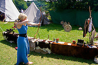 Showing how it's done in archery - barefoot syle at the Freisen Medieval fest