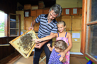 Slovenia &ndash; Begunje na Gorenjskem<br /> The Magdic family (Dorko, Tanja, Ana and Manca), three generations of beekeepers near the family apiary.  ///Trois g&eacute;n&eacute;rations d&rsquo;apiculteurs pr&egrave;s du rucher de la famille. La famille Magdic (Dorko, Tanja, Ana et Manca)