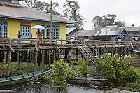 In the village of Leboyan, the mosque in the rain. The Malaysians of Borneo are descendents of groups of Dayak farmers who converted to Islam. ///Au village de Leboyan, la mosquée sous la pluie. Les Malais de Bornéo descendent de groupes d'agriculteurs Dayak islamisés.