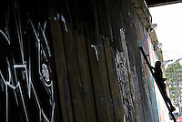 Grafiteros se Toman el Puente en Bogotá / Graffiti Artists Took the Bridge in Bogota, 30-03-2014
