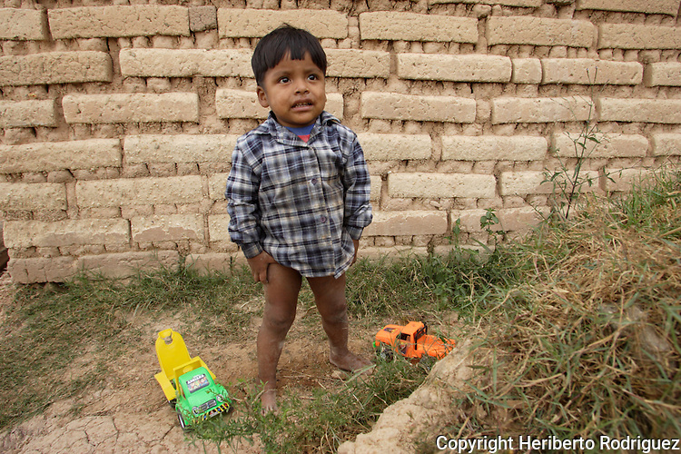 A Triqui Native child plays around his home in the Yosoyuxi village, in the Triqui region of Oaxaca, November 18, 2005. Teh political violence has been increased by the paramilitary groups like UBISORT in the Triqui region, where they ambushed an humanitarian caravan and killing two people on APril 27, 2010.  Photo by Heriberto Rodriguez