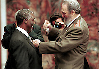 Cuban President Fidel Castro, right, presents South African President Thabo Mbeki with the Order of Jose Marti medal, Cuba´s highest honor, March 28, 2001 in the Palace of the Revolution in Havana, Cuba.   Credit: Jorge Rey/MediaPunch