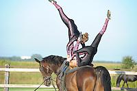 PAARDENSPORT: ROTTUM: 12-09-2014, Voltige op een paard,  Jorinda Koorneef (staand) en Nicky Bosman, ©foto Martin de Jong