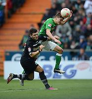 FUSSBALL   1. BUNDESLIGA   SAISON 2012/2013    26. SPIELTAG SV Werder Bremen - Greuther Fuerth                        16.03.2013 Matthias Zimmermann (li, Greuther Fuerth) gegen Aleksandar Ignjovski (re, SV Werder Bremen)